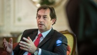 İngiltere'nin Tahran Elçisi: Avrupa, Amerika'nın İran aleyhindeki yaptırımlarına olumlu bakmamakta
