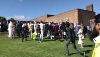 İngiltere'de otomobil bayramlaşan kalabalığın arasına daldı: 6 yaralı