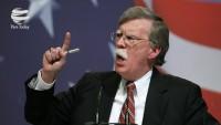 Bolton'dan Venezuela hükümetine destek verenlere tehdit