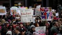 Yüz binlerce kadın ABD Başkanı Trump'ı protesto etti