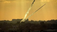 Filistinli direnişçilerden siyonist İsrail askeri üslerine füze saldırısı