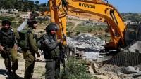 Katil İsrail Doğu Kudüs'te Filistinlilerin mülklerini yıktı