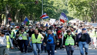 Fransa'da Sarı Yelekliler protestosu 30. haftasında devam etti