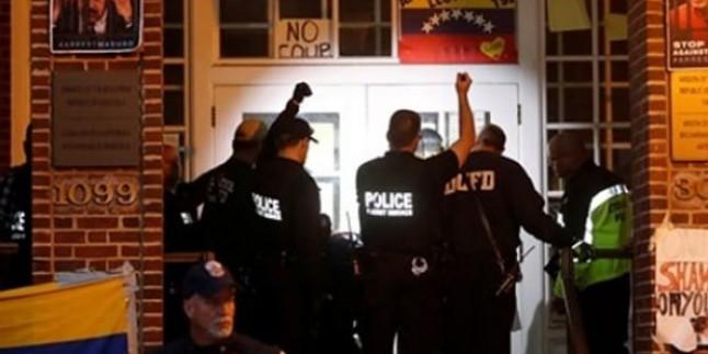 Büyük Şeytan ABD, Venezuela Büyükelçiliğini Boşaltıyor