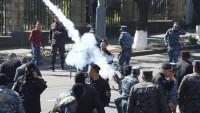 Ermenistan'da Olaylar Kontrolden Çıkıyor: Hükümet Binaları Kuşatılıyor