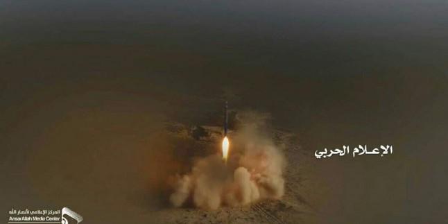 Yemen Hizbullahı Suud Rejimine Ait Askeri Eğitim Üssünü Balistik Füzeyle Vurdu: Çok Sayıda Ölü Var