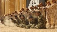 Foto: IŞİD 25 Suriye askerini 2 bin kişi önünde katletti!