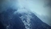 Alaska'daki Bogoslof Yanardağı yeniden faaliyete geçti