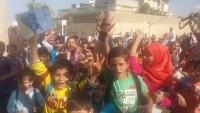 Halep'te operasyona giden Suriye askerlerine öğrenciler ve halk sevgi gösterisi düzenledi