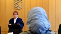 Avusturya'da başörtüsü yasağı protesto edildi