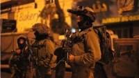 Siyonist İsrail Askerleri, Batı Yaka'da Gece Saatlerinde Baskınlar Düzenledi