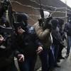 Filistinli Silahlı Gençler Mahmut Abbasa Bağlı Polis Çetelerinin Binalarına Ateş Açtı