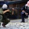Filistinli Direnişçi İşgal Güçlerinin Attığı Top Mermisiyle Yaralandı