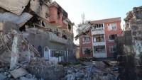 Sur'da evler, içindeki eşyalarla yıkılıyor
