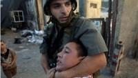 Filistinli Çocuklar El Konulan Okul Çantalarının Geri Verilmesini İstiyor
