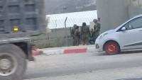 İşgal Güçleri Kalkiliya'nın Doğusunda Filistinli İki Genci Gözaltına Aldı