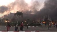 Gabon'da göstericiler Meclis binasını ateşe verdi