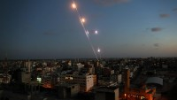 Siyonist İsrail Gazze'yi Bombaladı, Direniş Güçleri Füzelerle Cevap Verdi