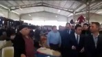 Video: Bakan Çavuşoğlu, Kendisine dert yanan esnafı dinlemeden bulunduğu yeri terk etti!