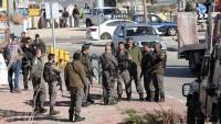 İşgalci İsrail askerleri Batı Şeria'da otoyolu trafiğe kapattı