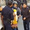 Siyonist İsrail Askerleri Kudüslü Genç Kızı Darp Edip Başörtüsünü Çıkardı