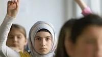 Fransa okullarında müslüman öğrencilere domuz eti yediriliyor