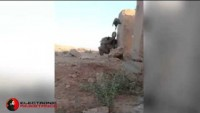 Video: Kahraman Irak Askeri Basit Bir Numarayla IŞİD'in Keskin Nişancısını Atlatıyor