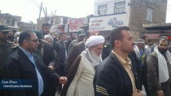 İran halkı, Devrim Muhafızları'nı görkemli yürüyüşle destekledi