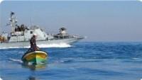 Siyonist İsrail Güçleri Deir El-Belah Açıklarında Filistinli İki Balıkçıyı Yaraladı