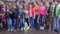 Karabağ'da çocuklara kalaşnikof eğitimi veriliyor
