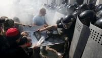 Kiev'de göstericilerle polis arasında çatışma çıktı