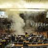 Kosova meclisine biber gazı atıldı