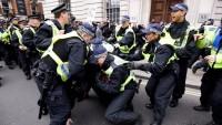 Londra'da olaylı gösteriler