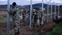Makedonya, Yunanistan sınırına tel çit örmeye başladı