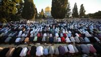 Mescid-i Aksa'da bayram namazına 10 binler katıldı
