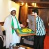 İmam Ali Rıza(as) türbesinin bu yılki bayrağı Şeyh Zakzaki'ye hediye edildi