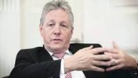 Kuzey İrlanda bölgesel hükümetinin başbakanı Robinson, istifa etti