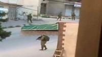 Siyonist İsrail Ordusu Filistinlilere Ait Evlerin Çatılarını Gözetleme Noktası Yaptı