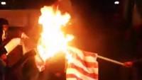 Tahran'da öğrenciler ABD bayrağını yaktı