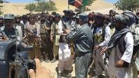 Afganistan'da 62 Taliban üyesi silah bıraktı