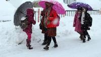 Bazı il ve ilçelerde yoğun kar yağışı nedeniyle eğitime ara verildi