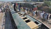 Hindistan'da tren raydan çıktı: 36 ölü