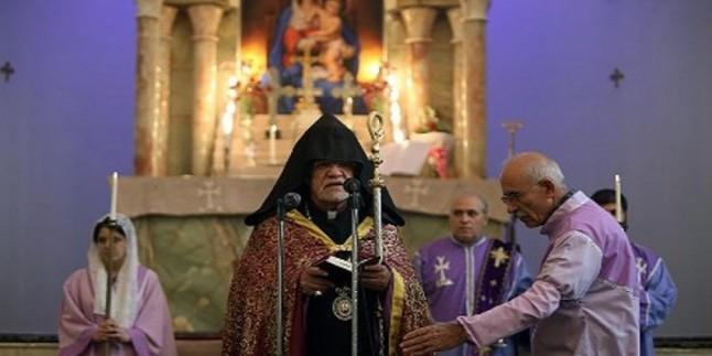 Tahran Ermenileri başpiskoposu: İslam inkılabı, İran'ı dünyada saygın bir konuma getirdi