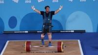 """İranlı genç milli halterci dünyanın """"en güçlü genci"""" oldu"""