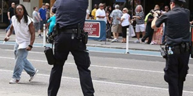 ABD polisi oyuncak silahla gerçek silahı ayırt edemedi ve 12 yaşındaki çocuğu vurdu