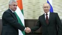 """Abhazya Rusya'nın """"himayesine"""" giriyor"""