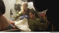 Siyonist İsrail Askerleri Uşakları Olan Suriyeli Teröristleri Tedavi Ederken Görüntülendi…