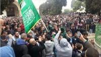 Siyonist Rejimin Tüm Engellemelerine Rağmen Mescid-i Aksa Doldu Taştı…