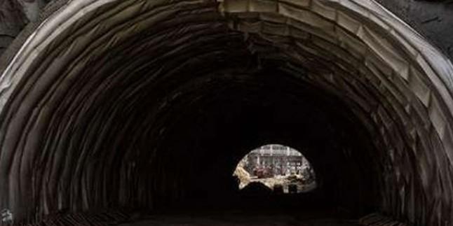 Çin'de Tünel İnşaatı Çöktü: 21 İşçi Enkaz Altında…