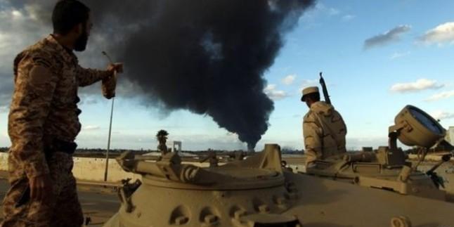 Libya'da Askeri Jetler Petrol Tankerini Bombaladı…